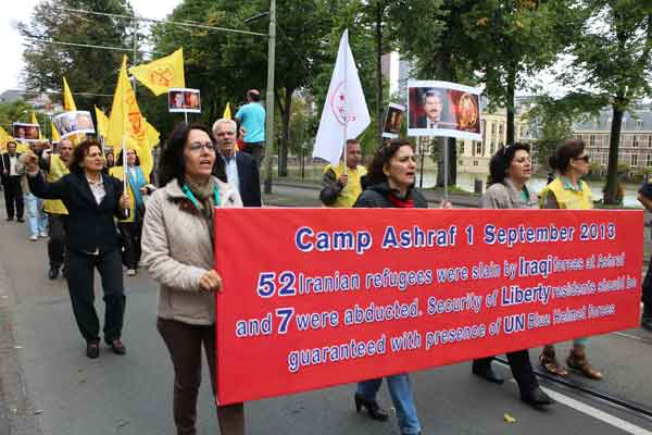 Supporters of Iranian MEK protest in The Hague, August 2014