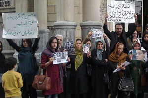 Families of political prisoners protest in Tehran
