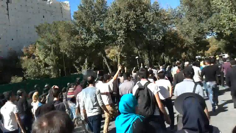 Iran - clip: Isfahan residents protesting acid attacks