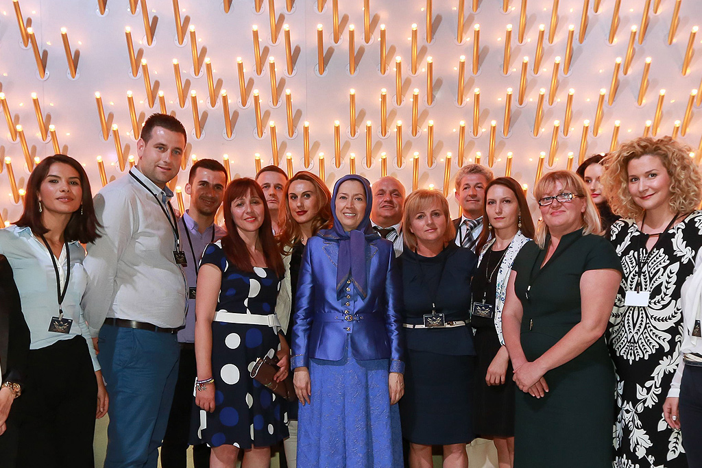 Group photo: Maryam Rajavi with delegation of dignitaries from Albania