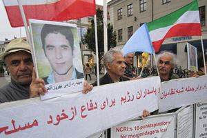Supporters of the PMOI (MEK) in Sweden condemn execution of Iranian Kurdish political prisoner Behrouz Alkhani in Iran. August 26, 2015