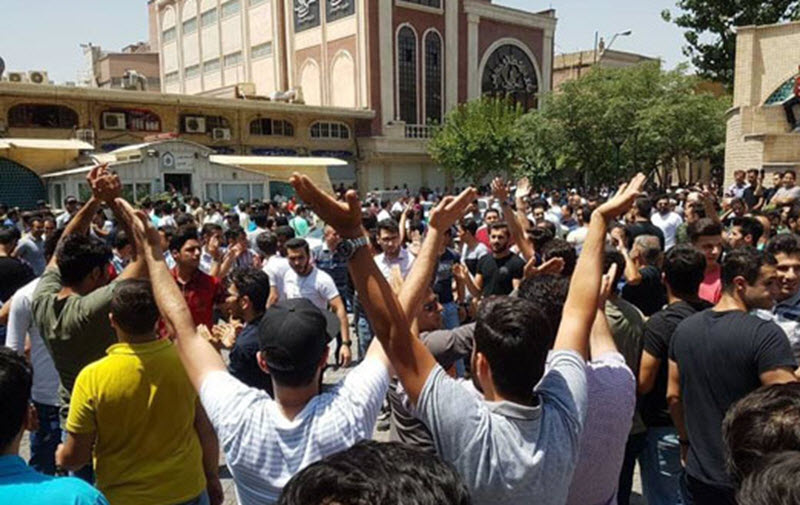 Tehran Baazar Traders Protest for 2nd Day Against Rising Foreign Currencies Exchange Rate