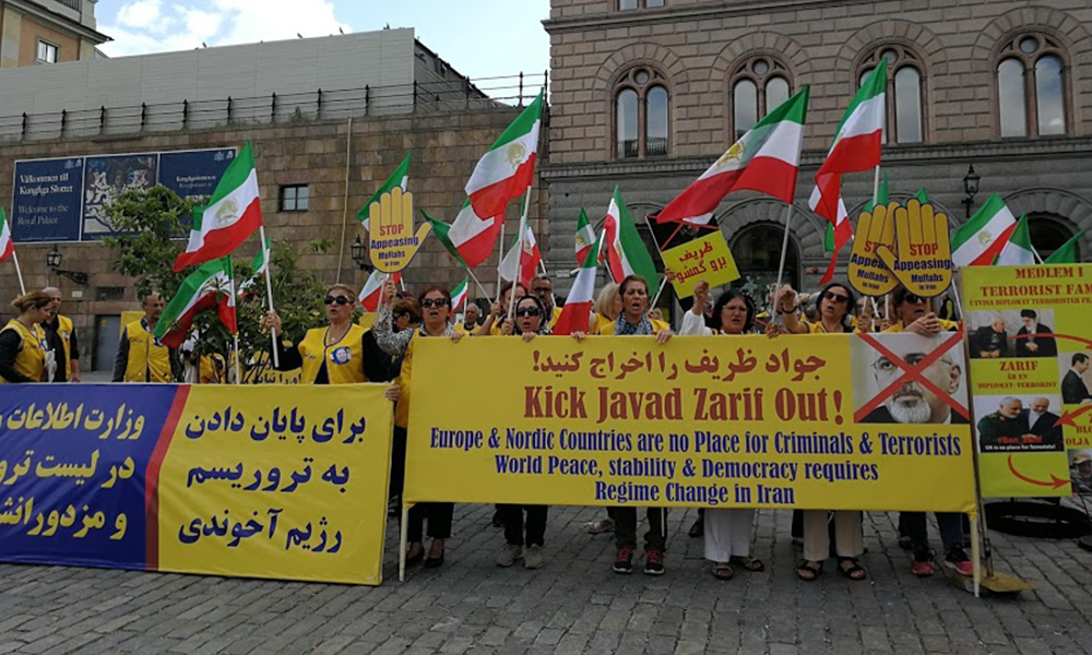 Iranian protesters spoke out loudly against the Iranian regime's human rights violations, the murder of dissidents in Iran, and suppression of women, rights activists and religious minorities. They denounced Stockholm's acceptance of the foreign minister of the mullahs' terrorist regime and demanded his expulsion from Sweden.