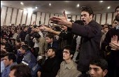 Front-Runner in Iran Finds Students to Be a Tough Audience