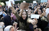 Anti-government demonstration in Karegar Street draws thousands