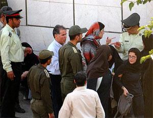 Iran: Women protest in Tehran