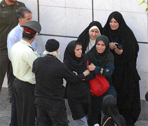 """Iran : Last month, 64,000 women in Tehran were reprimanded on charges of """"mal-veiling"""""""