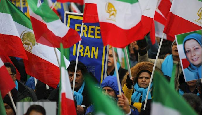 International Press Reports on Iranian Protesters in Paris Calling For Regime Change