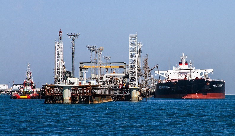What Is the Meaning of Iran Regime's Unprecedented Fall in Oil Sales to 70,000 BPD?
