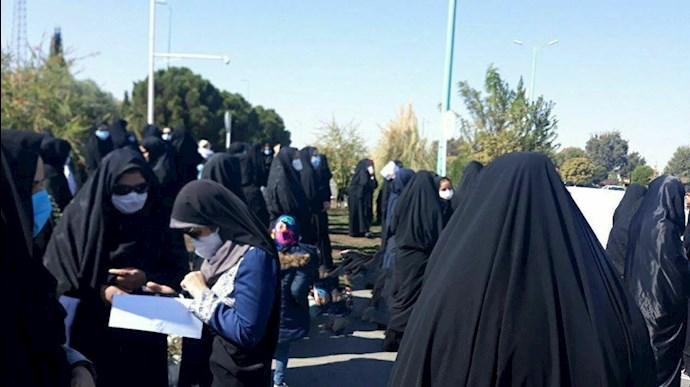 Female teachers in Yazd (Iran) protest