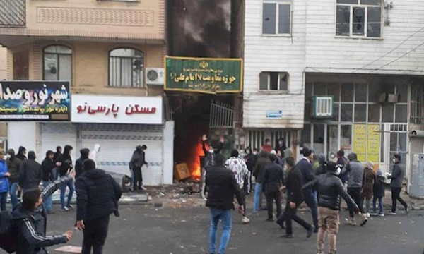 Youths attack the bases of the repressive forces in Shiraz during the November 2019 protests