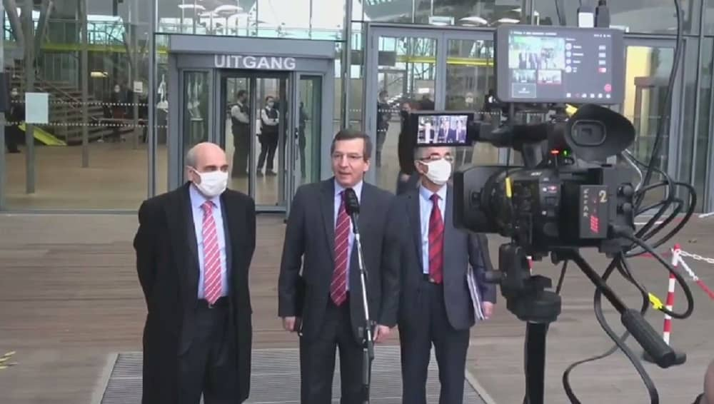 The Iranian resistance delegation held a news conference in front of the court