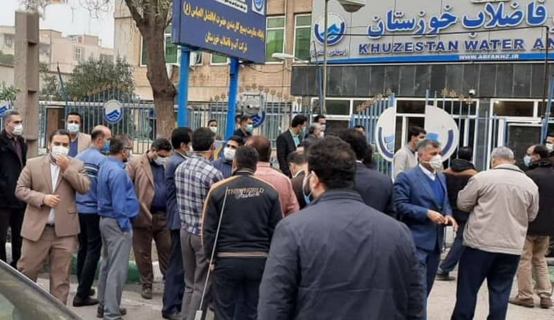 Water and Sewerage Company employees protest in front of the company's headquarters - December 19