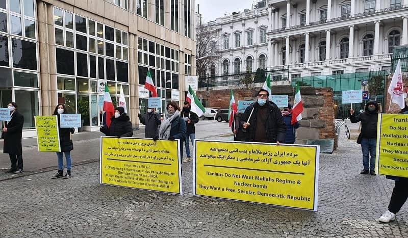 Pendukung MEK dan anggota diaspora Iran di Wina mengadakan rapat umum - 16 Desember 2020