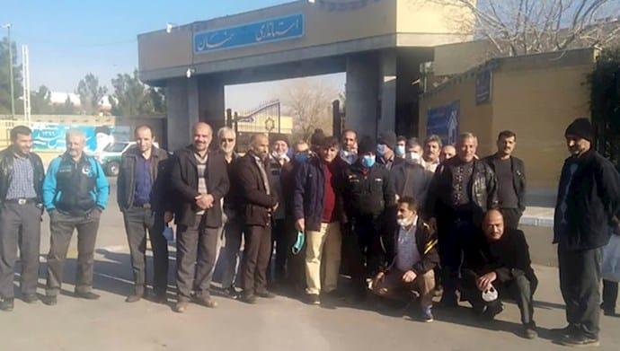Sekelompok pekerja Pabrik Rangin-Nakh di Semnan mengadakan protes - 29 Desember 2020