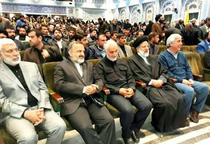 Ebrahim Raisi (ke-2 dari kanan), Qassem Soleimani (ke-3 dari kanan) dan Abu Mehdi al-Muhandis (ke-1 dari kiri) dalam pertemuan di Masyhad, Iran - 2018