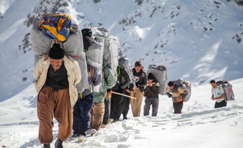 The Iranian regime's border forces continue the killing spree against deprived porters, who must carry heavy loads as the breadwinners of their families.
