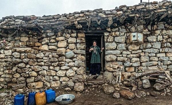 Desa Katak Bozorg dekat kota Andika, provinsi Khuzestan, Iran barat daya. Para pekerja miskin dari Dinas Air dan Pembuangan Limbah di kota Andika masih memprotes pembayaran gaji yang tertunda