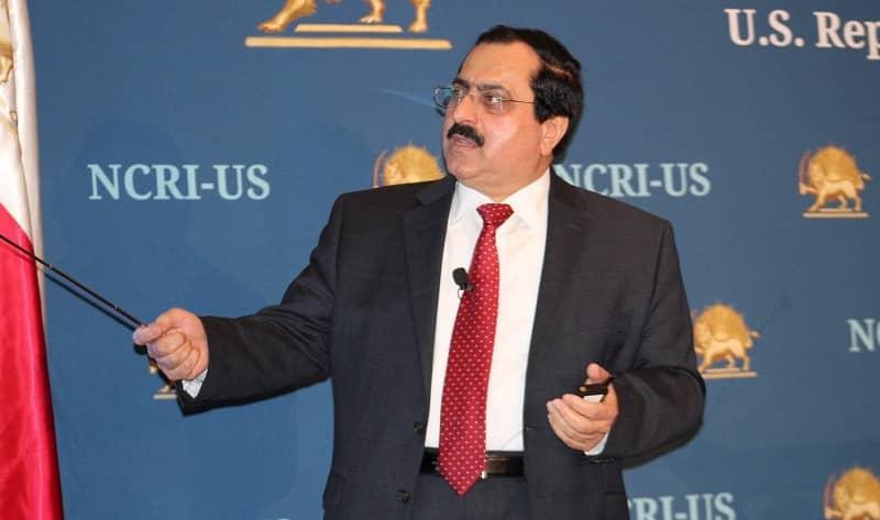 Pada konferensi pers, Wakil Direktur NCRI-AS, Alireza Jafarzadeh, menggunakan presentasi power point, menunjukkan peta, grafik, dan bagan organisasi rahasia serta nama-nama individu yang terlibat dalam program persenjataan rezim Iran - 21 April 2017