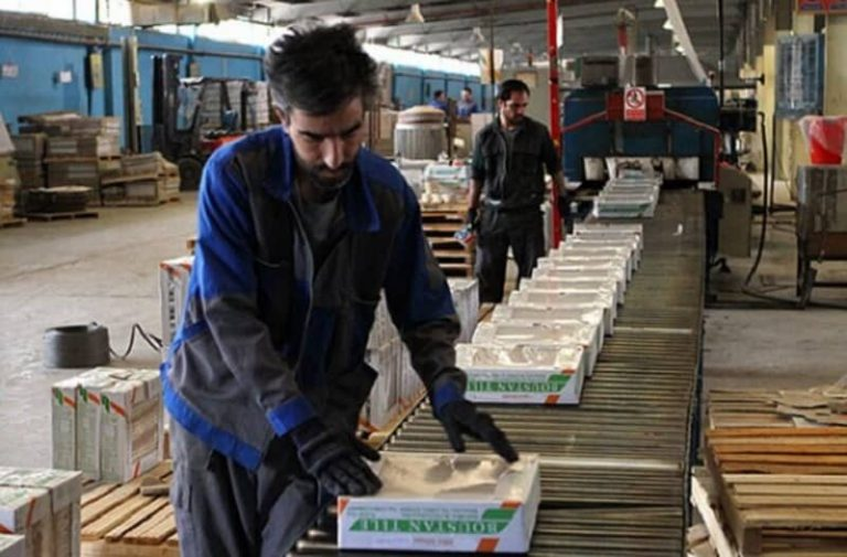 Iranian Workers Suffer From Regime's Economic Mismanagement