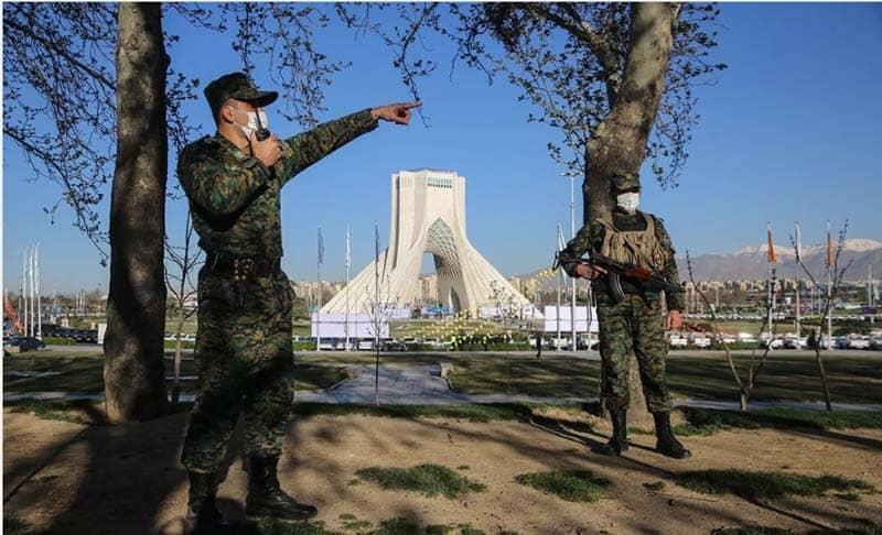 Kepolisian rezim mengadakan manuver pada Malam Tahun Baru Persia 1400 di Teheran.