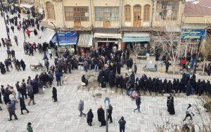 Rakyat Iran dalam Antrean Panjang Untuk Membeli Kebutuhan Dasar