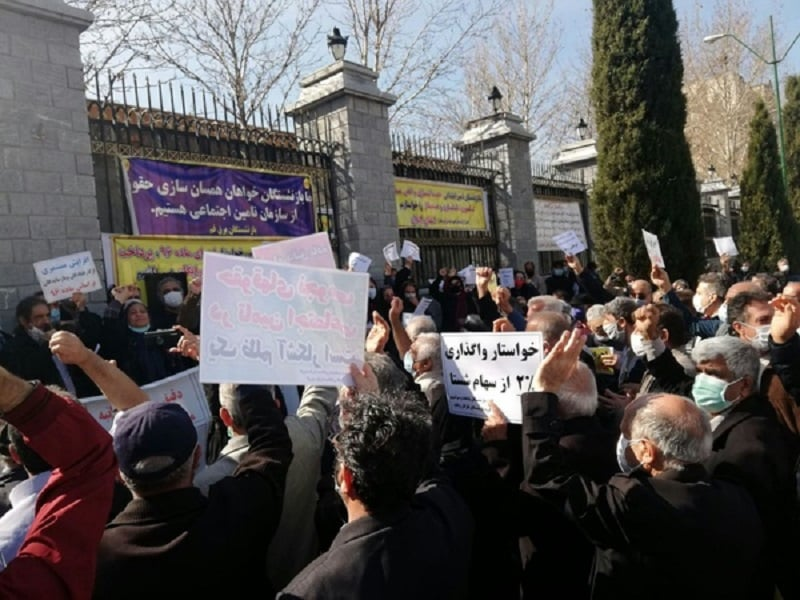 Iranian pensioneers protest against the state