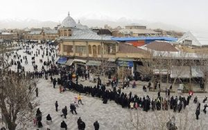 Iran Long lines for purchasing poultry