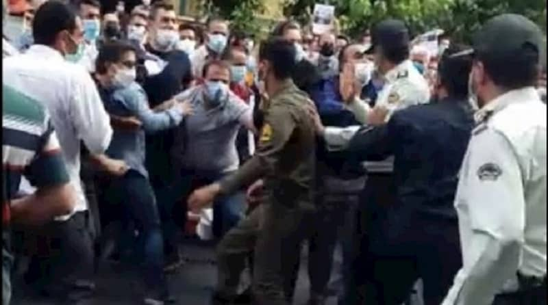 Iran - demonstrators in Tehran resist security forces' attempts to disperse their protest rally