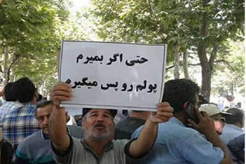 man-holding-slogan-iran