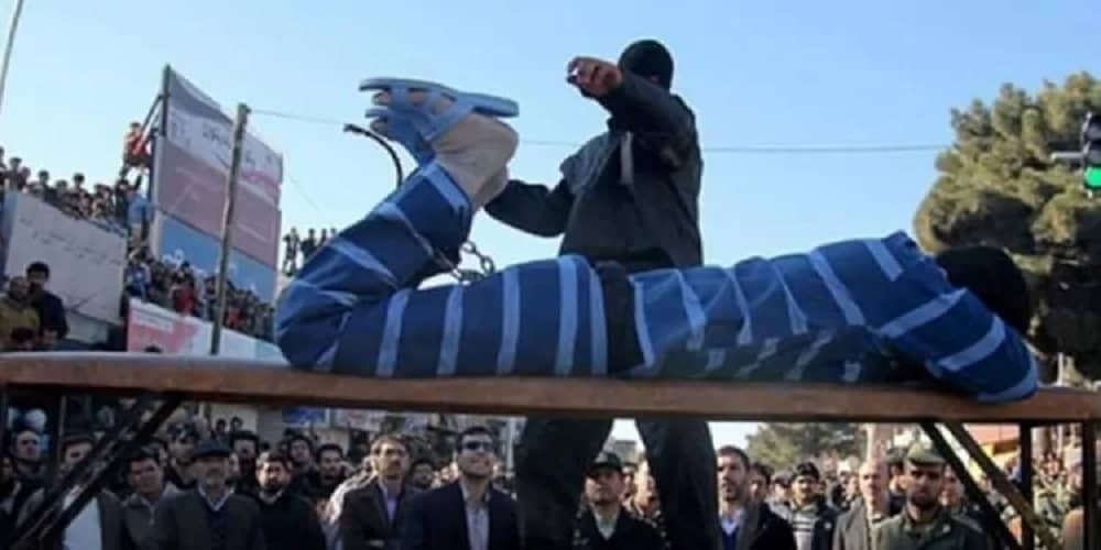 Iran-flogging-four-people-to-lashes