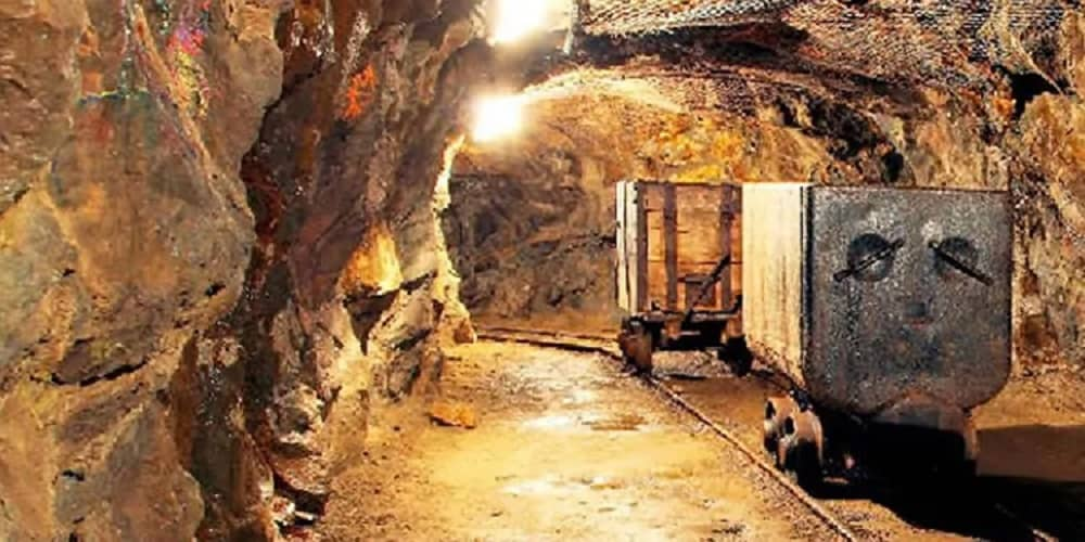 mine-worker-commits-suicide-S-Iran