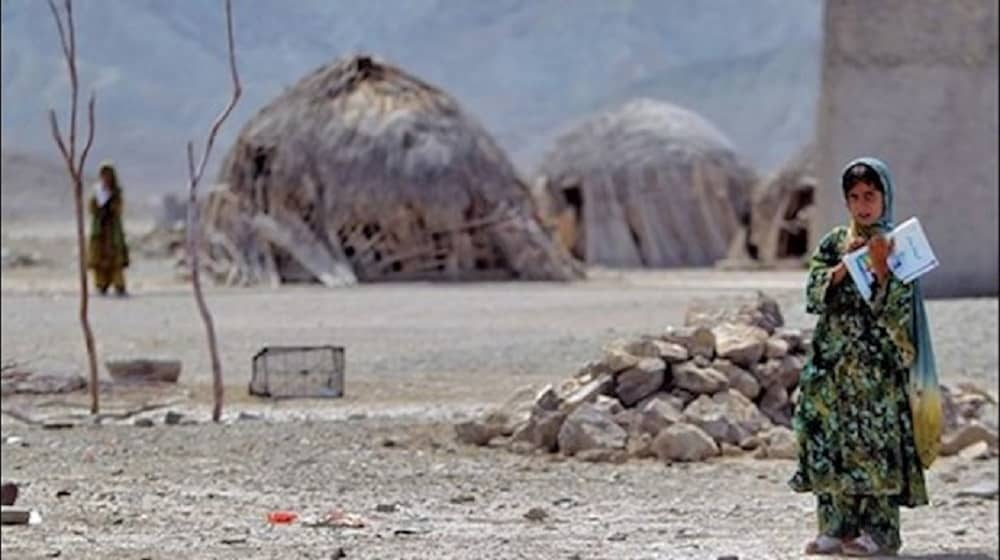 poor-locals-living-in-huts-sistan-baluchistan-province-southeast-iran (1)