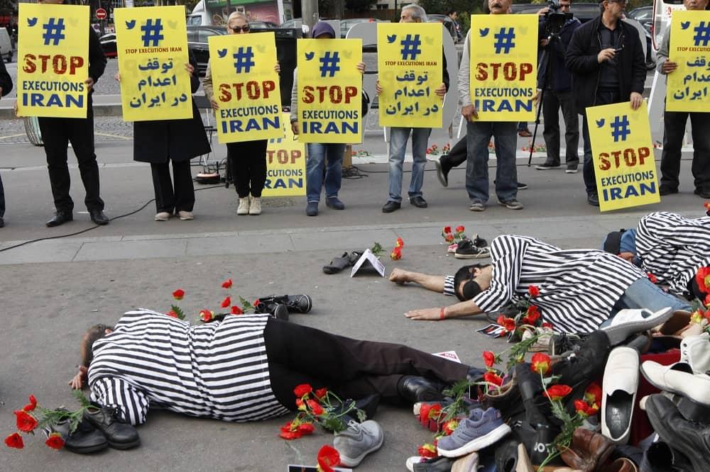 Pembantaian tahanan politik 1988 dilakukan lebih dari 30.000 nyawa.