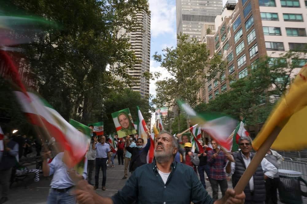NYT-iranian-protesters-new-york-raisi-min