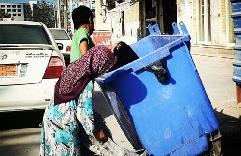 Poverty in Iran Leads Children to Search Through Rubbish
