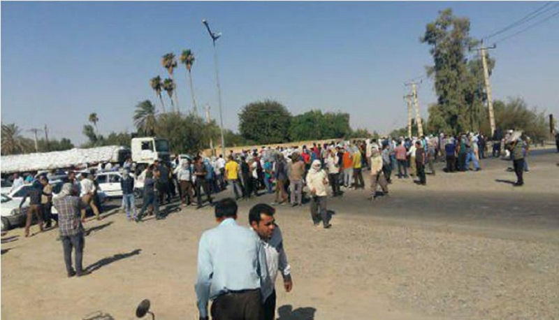 Workers at the Haft Tappeh Sugar Cane Mill entered their sixth day on strike in protest to the expulsion of their colleagues and the return of their laid off colleagues-September 28, 2019