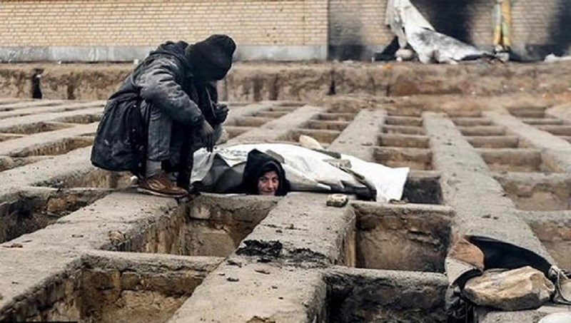 Destitute homeless Iranians live in cemeteries inside empty graves