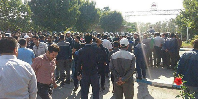 On Sunday, October 20, 2019, workers at Azarab factory in the city of Arak (central Iran) continued their demonstrations for the 12th day running despite repeated threats and oppressive measures by the regime.