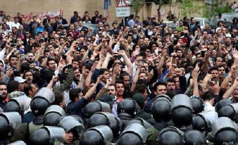 Protests and strikes spread in Iran; regime respond with repression-file photo