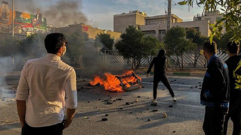 In Third Day of Nationwide Uprising People of Shiraz Take to Streets, Clash With IRGC