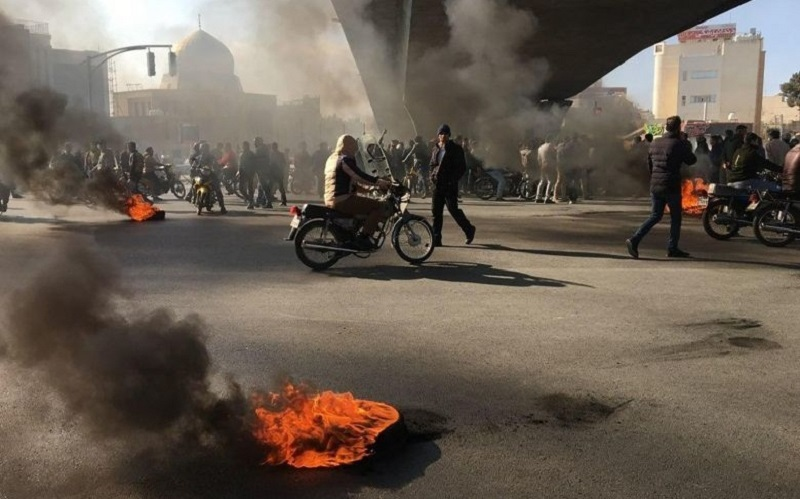Tehran, Karaj, Rasht, Shiraz, Isfahan Scenes of Clashes and Resistance by Rebellious Youth
