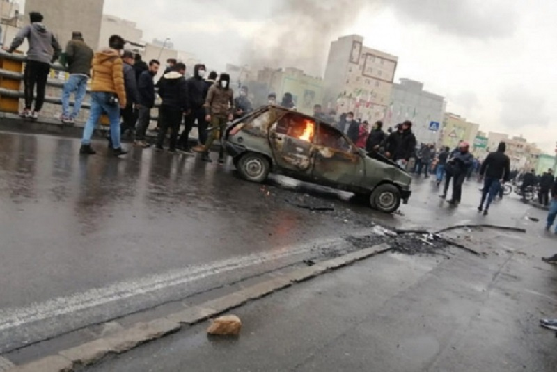 Demonstrations and Clashes in Tehranpars (East Tehran), Isfahan, and Sirjan on 10th Day of Uprising