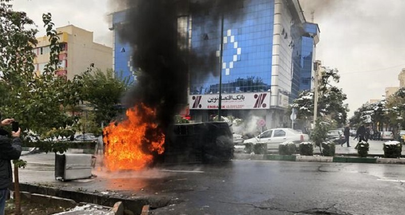 Protesters Clash With IRGC in Various Parts of the Country