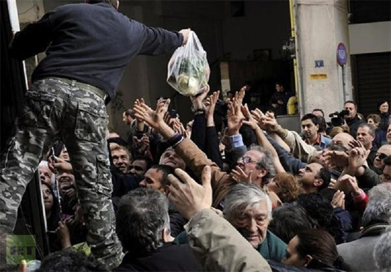 """Iranian regime's Statistics Center:""""The food basket of a family in the month of September passed 8 million tomans (around $700) with an increase of 48 thousand tomans (around $42)."""""""
