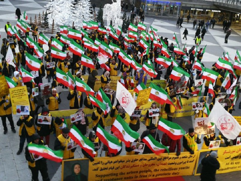 MEK and NCRI Supporters Hold Protests in Solidarity With the Nationwide Iran Protests